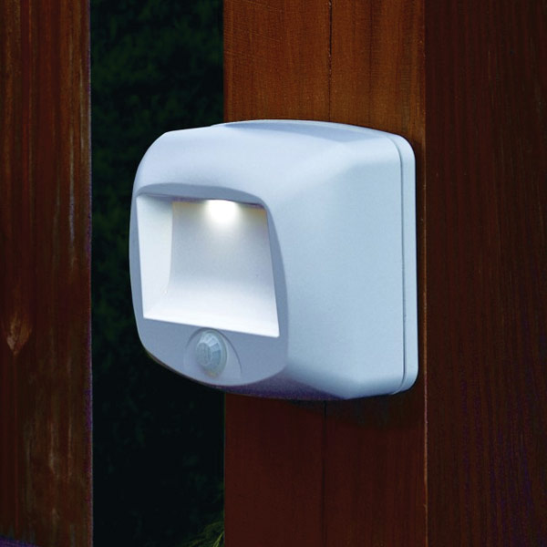 MaxiAids | Wireless Motion Sensing Indoor-Outdoor Step Light